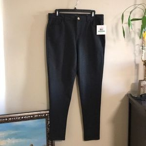 NWT Sexy office Skinnies!